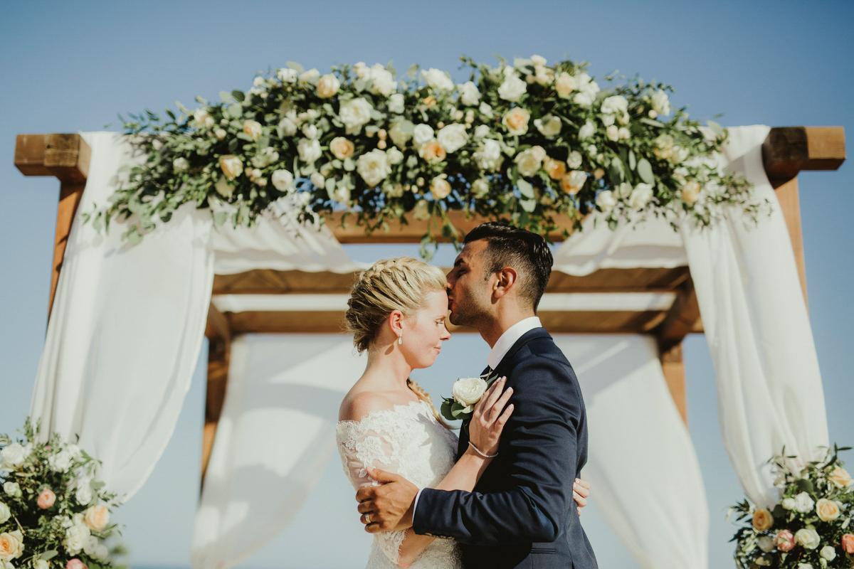 sara-and-leo-suites-alba-destination-wedding-00005